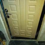 До установки доборов и наличников на входную дверь на Тверская