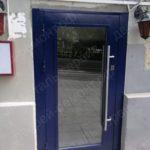 Дверь со стеклопакетом в кафе на лубянке